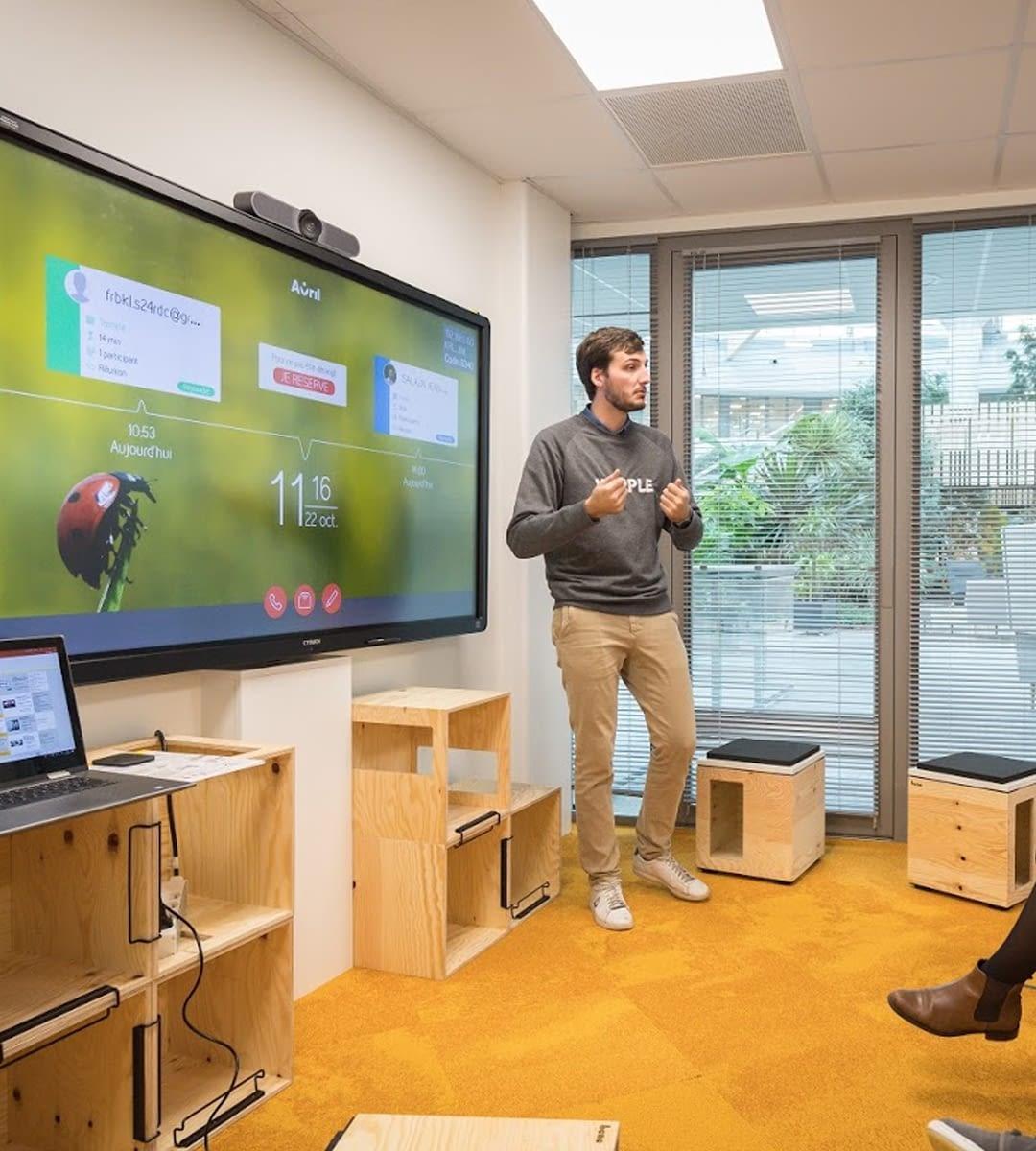 écran tactile de collaboration avec kickle installé par wipple