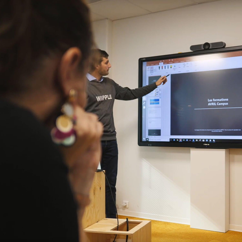 formation wipple sur écran tactile kickle chez avril campus
