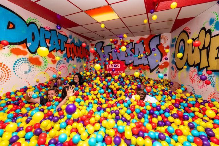 team building wipple piscine à boules
